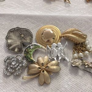 Lot of not so perfect Brooch bundle